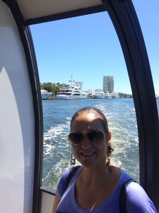 Passeio no Yellow Cab (water taxi)